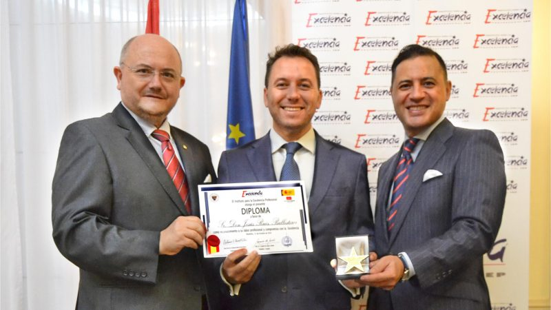 Foto, de izquierda a derecha: D. Antonio G. Pérez Mateu; D. Jesús Ruiz Ballesteros; D. Ignacio de Jacob y Gómez